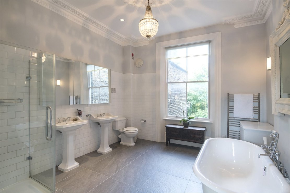 6 bedroom House for sale in Abbey Gardens-view9