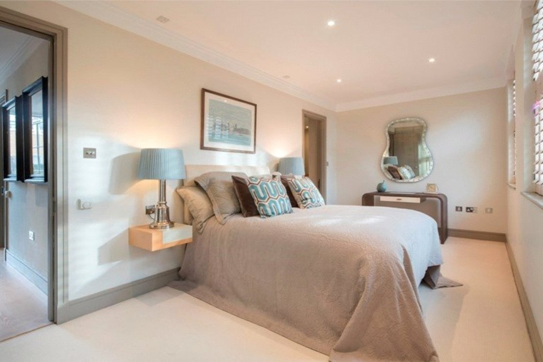 5 bedroom Properties for sale in Tatham Place-view8