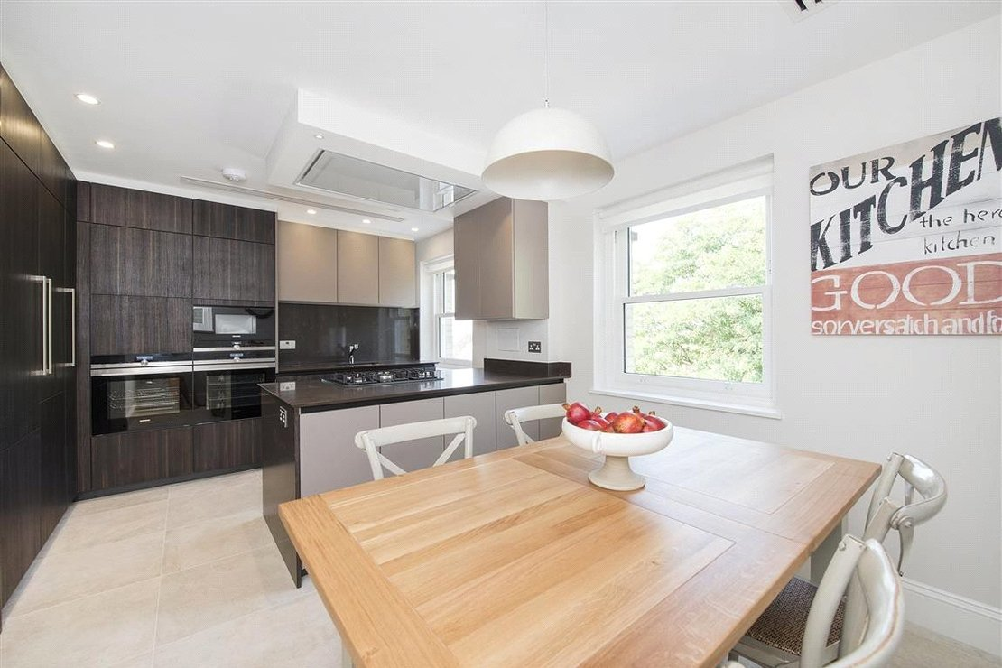 4 bedroom Apartment to rent in Arkwright Road-view3