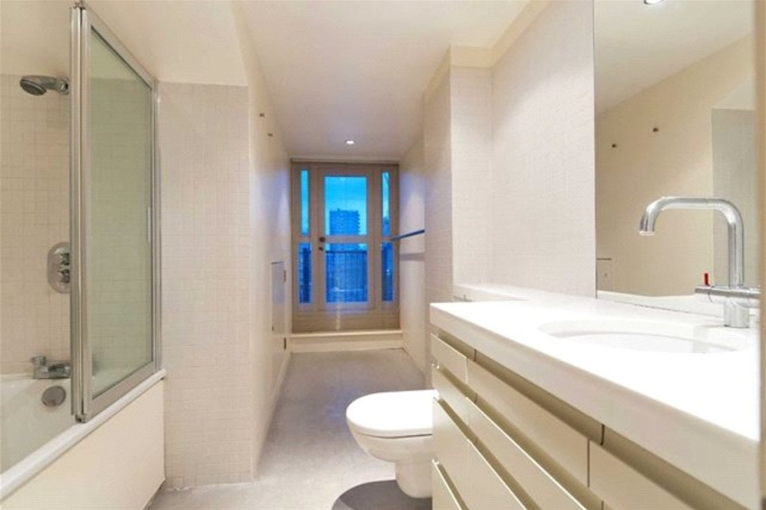 4 bedroom Apartment to rent in Cambridge Gate-view8