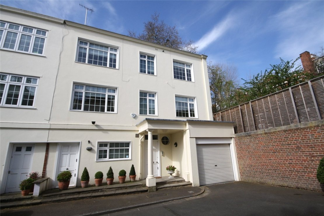 5 bedroom House to rent in Elm Tree Close-view1