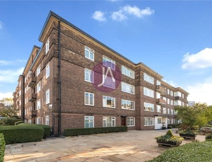 3 bedroom Flat for sale in Avenue Close-List695