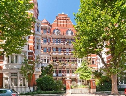 4 bedroom Apartment for sale in Fitzjames Avenue-List136