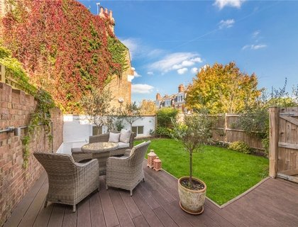 3 bedroom Flat/Apartment for sale in Hornsey Lane Gardens-List421