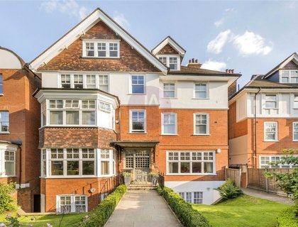 3 bedroom Apartment for sale in Lyndhurst Road-List548