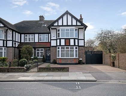 5 bedroom House for sale in Milverton Road-List129
