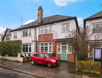 4 bedroom House for sale in North End Road-List605