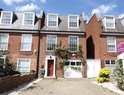 4 bedroom House for sale in Priory Terrace-List138