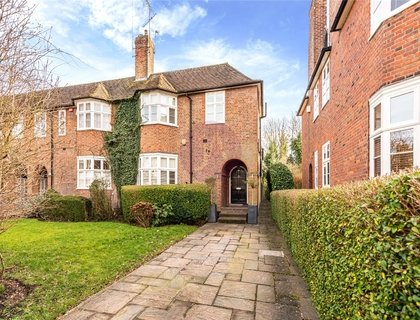 4 bedroom House for sale in Rotherwick Road-List718