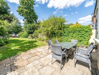 4 bedroom House for sale in Rotherwick Road-List719