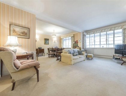 3 bedroom Apartment for sale in Stockleigh Hall-List503