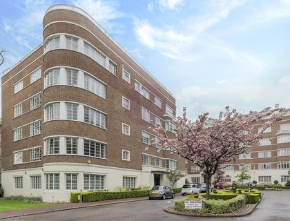 3 bedroom Apartment for sale in Stockleigh Hall-List540