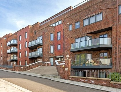 3 bedroom Flat/Apartment for sale in West Heath Place-List509