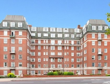 3 bedroom Flat/Apartment to rent in Apsley House-List158