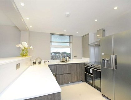 3 bedroom Apartment to rent in Boydell Court-List269