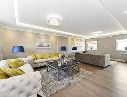 5 bedroom Apartment to rent in Boydell Court-List424