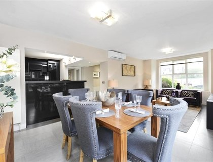 3 bedroom Apartment to rent in Boydell Court-List439