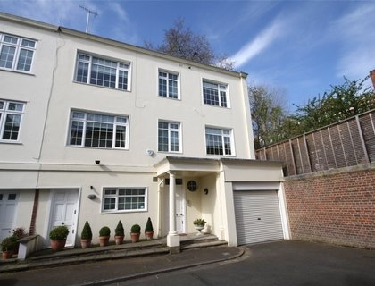 5 bedroom House to rent in Elm Tree Close-List147