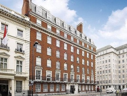 4 bedroom Flat to rent in Grosvenor Square-List693
