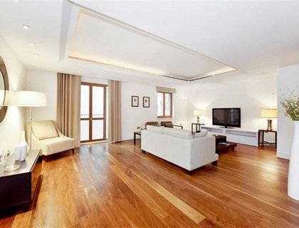 2 bedroom Flat to rent in Lancelot Place-List665