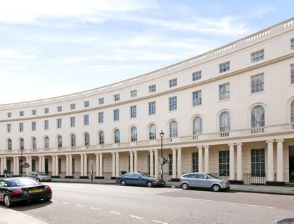 4 bedroom Flat to rent in Park Crescent-List280