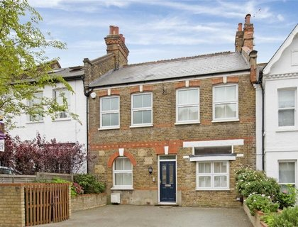 6 bedroom House to rent in Pattison Road-List40