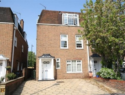 4 bedroom House to rent in The Marlowes-List32